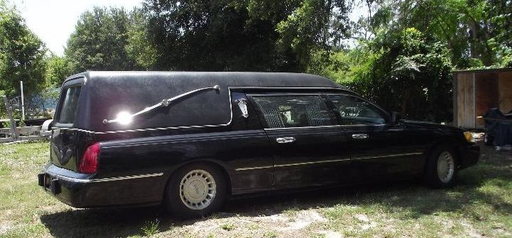 retired 2000 lincoln town car funeral hearse limo for sale. Black Bedroom Furniture Sets. Home Design Ideas