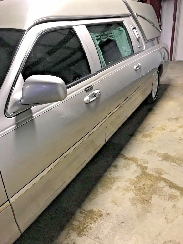 NICE 2005 Lincoln Town Car Hearse