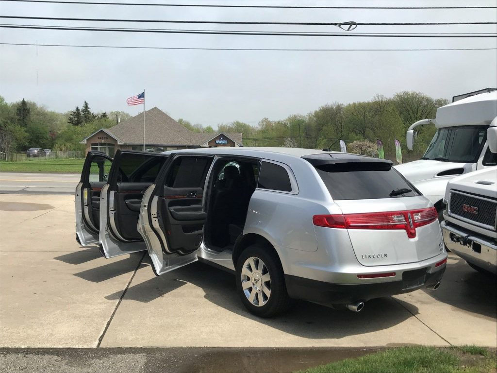 2017 Lincoln MKT Limousine in GREAT CONDITION