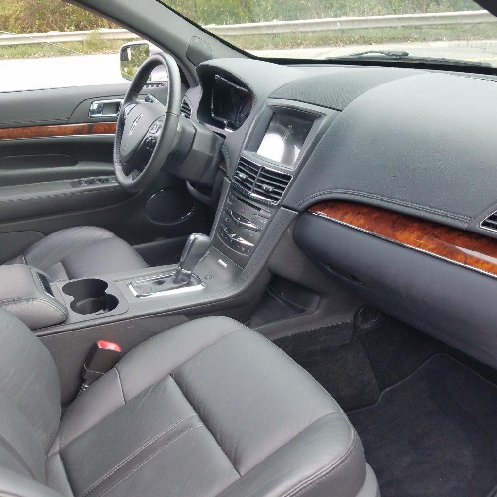VERY NICE 2017 Lincoln MKT Limousine Six Door